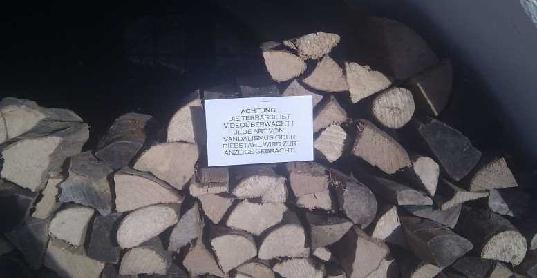 Holz mit Aussage