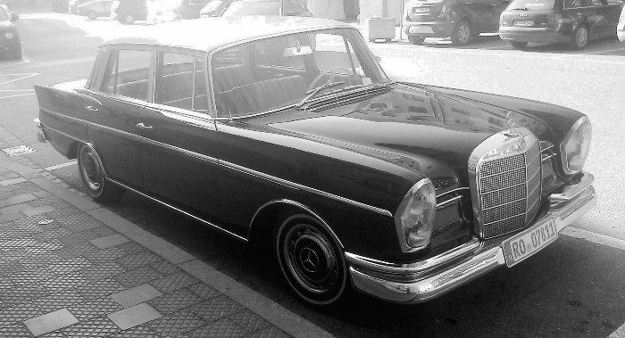 völlig grundloses Bild eines alten Autos. Transport-Metapher ausgeschlossen.